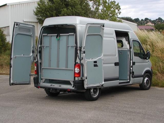am nagement tous fourgons pour transporter vos nes 204700 camion chevaux. Black Bedroom Furniture Sets. Home Design Ideas