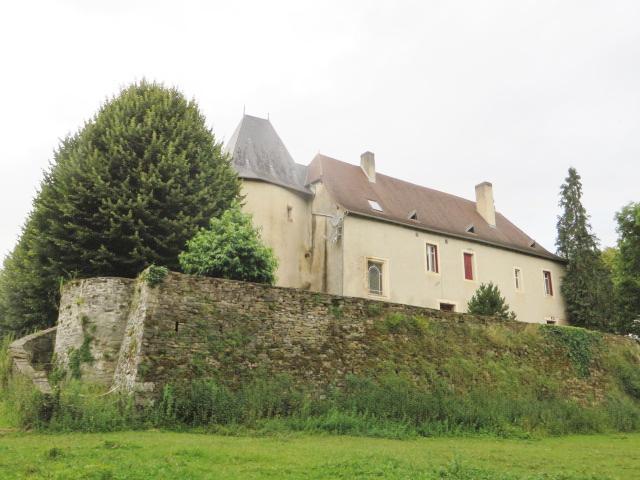 Domaine équestre avec Prieuré du XIIe et 97 hectares