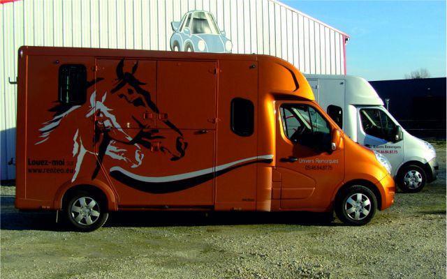 Location camion chevaux proteo haras 5 places 313943 - Comparateur de location de camion ...