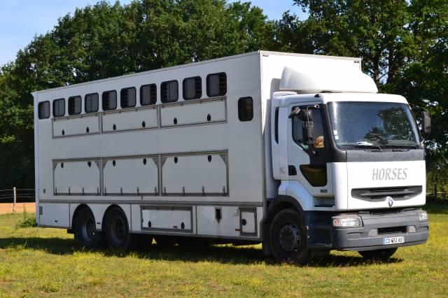 Camion chevaux 10 places
