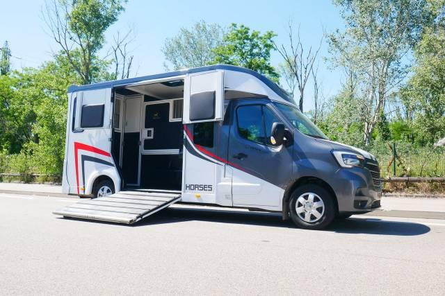 Camion chevaux Starterre - Renault DCI 165 - 5 places