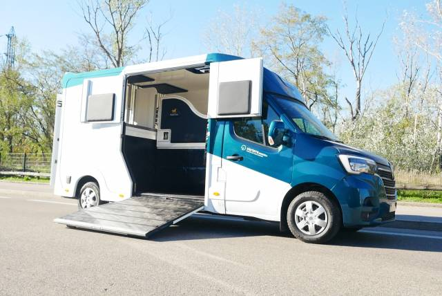 Camion chevaux - Renault New Master DCI 165 - L3 - boit