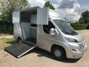 Location Camion chevaux neuf 2 places LYON