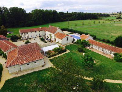 Ensemble de gîtes et lodges Poitou proche val de Loire