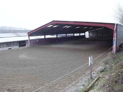 Centre équestre Nord-Isère sur 9,4 ha.
