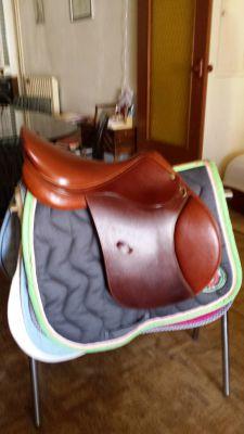 "General purpose saddle Henri de Rivel  17.5 {#inches#}"" 2004 Used"