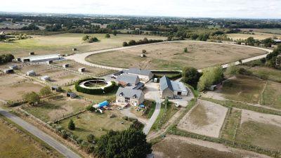 Haras ou centre d'entrainement sur 30 ha proche Mayenne