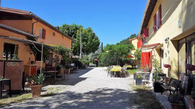 25 minutes Aix - propriété agricole - gîtes - tourisme