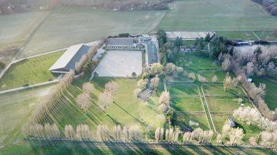 Ecuries haut de gamme avec Habitation sur 6 ha