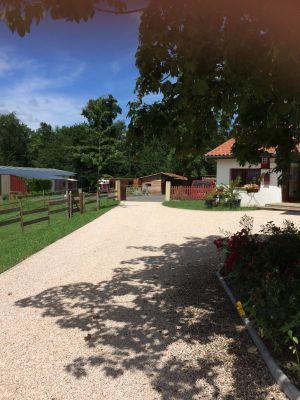 DOMAINE EQUESTRE sur 5.3 ha vue Pyrénées dans le Gers