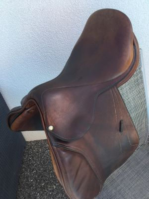 """Jumping saddle Brunet-Pineau  17 {#inches#}"""" 2005 Used"""