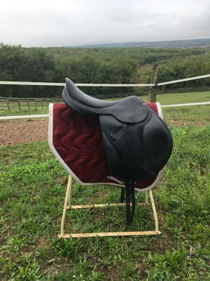 """Jumping saddle Forestier Boeckelo  17 {#inches#}"""" 2007 Used"""