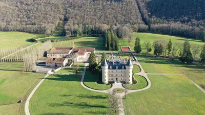 Joyau architectural avec installations équestres 132 ha