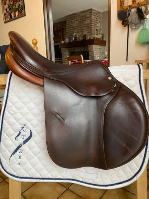 """General purpose saddle Childeric  17 {#inches#}"""" 2015 Used"""