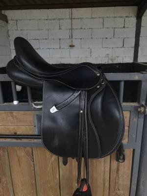 "General purpose saddle Bates  16.5 {#inches#}"" 2016 Used"