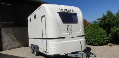 Van -  2 chevaux -  compartiment d'habitation