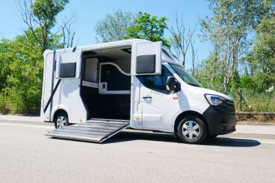 Camion chevaux Starterre - Renault New Master DCI 165