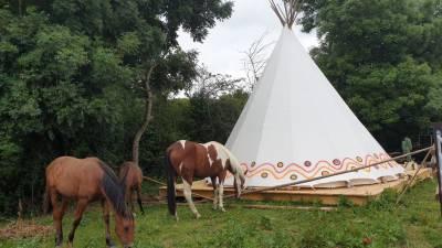 hébergement dans un tipi avec votre cheval