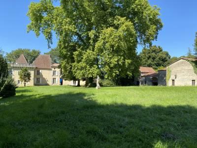 Chateau du XVII ème sur plus de 6 hectares ....