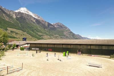 Centre équestre en Valais de 60 boxes en activité