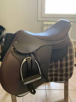 "General purpose saddle Henri de Rivel  17.5 {#inches#}"" 2016 New"