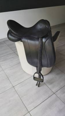 """Dressage saddle Other  17 {#inches#}"""" 2000 Used"""