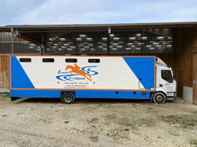 Camion chevaux 8/9 places + grande sellerie