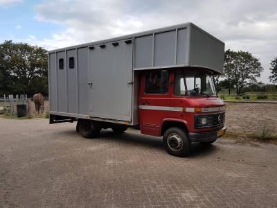 2 paards vrachtwagen te koop