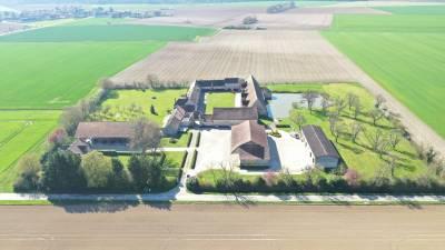 Corps de ferme fortifiée sur 3,5 ha – secteur guignes