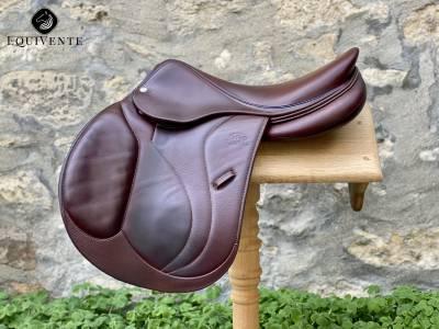"""Jumping saddle Devoucoux  17"""" 2019 Used"""