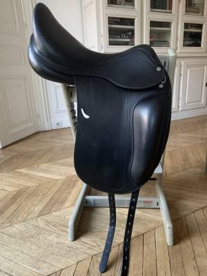 """Dressage saddle Equipe  17.5"""" 2020 Used"""