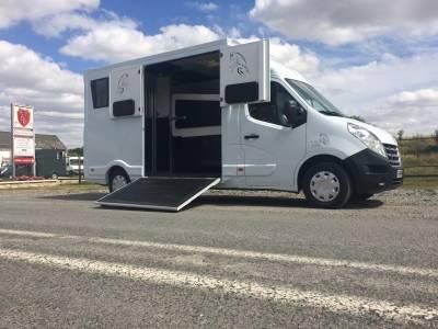 Camion transport chevaux l3
