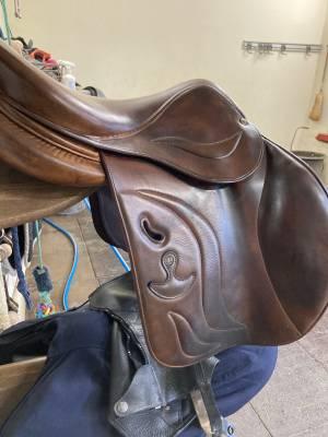 """Jumping saddle Delgrange  17"""" 2015 Used"""