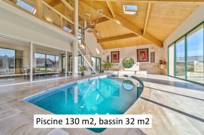 Villa avec Piscine intérieure et Ecuries