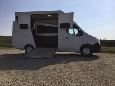 Kleine paardenvrachtwagen (B rijbewijs) Les Vans AB Renault Master III  2016 Tweedehands