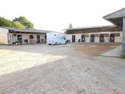 Structure equestre écurie-poney club