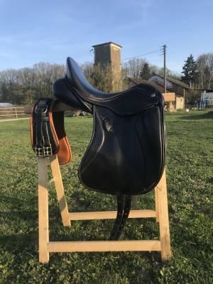 """Dressage saddle Zaldi  17.5"""" 2017 Used"""